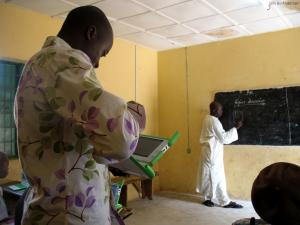 Nigerian teachers teaming up to cope with the challenges of laptops in classroom