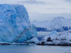 A close view of the point where the Perito Moreno glazier touches land (taken from a touristboat, Argentine)